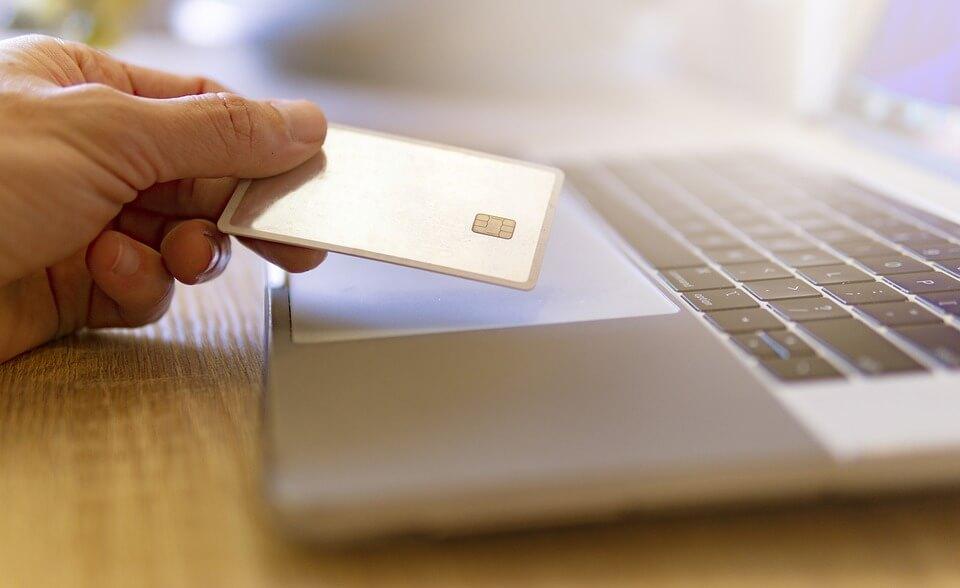 Pourquoi choisir le crédit sans justificatif en ligne ?